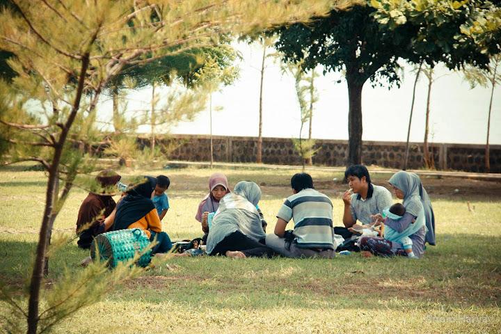 Piknik di Pantai Bentar