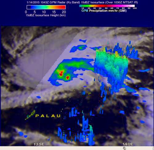 El ojo del Tifón Bansi iluminado por las tormentas. Estado de emergencia en Malawi