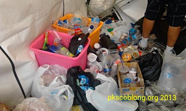 Botol plastik bekas yang berhasil dikumpulkan untuk ditukar dengan bibit tanaman