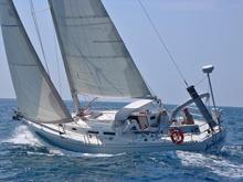 J/42 sailing upwind
