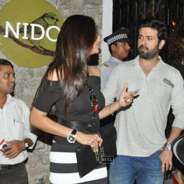 Shilpa Shetty and Harman Baweja snapped out side restaurant Lido, in Mumbai, on July 30, 2014.(Pic: Viral Bhayani)