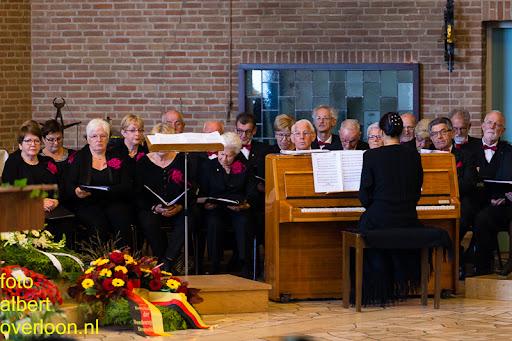 herdenkingsdienst  en een stille tocht naar het Engelse kerkhof 12-10-2014 (21).jpg