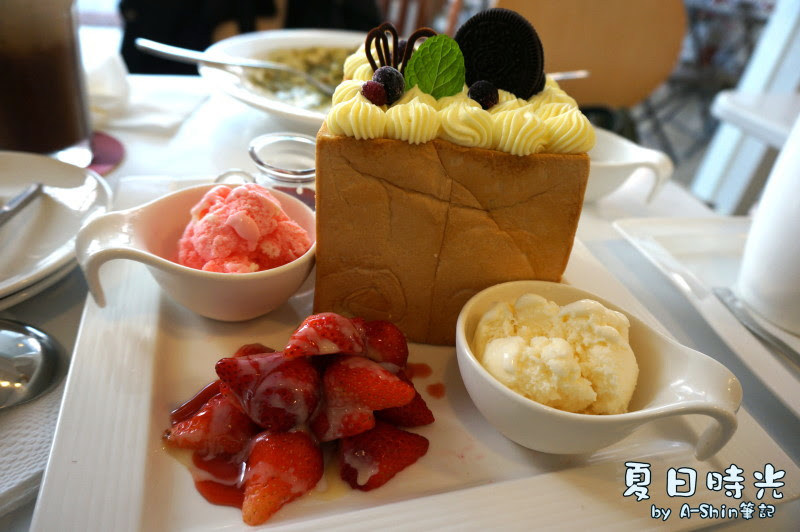 夏日時光咖啡館blossom cafe 大里也有蜜糖吐司!少女的最愛~不過阿新也很愛~~甜滋滋