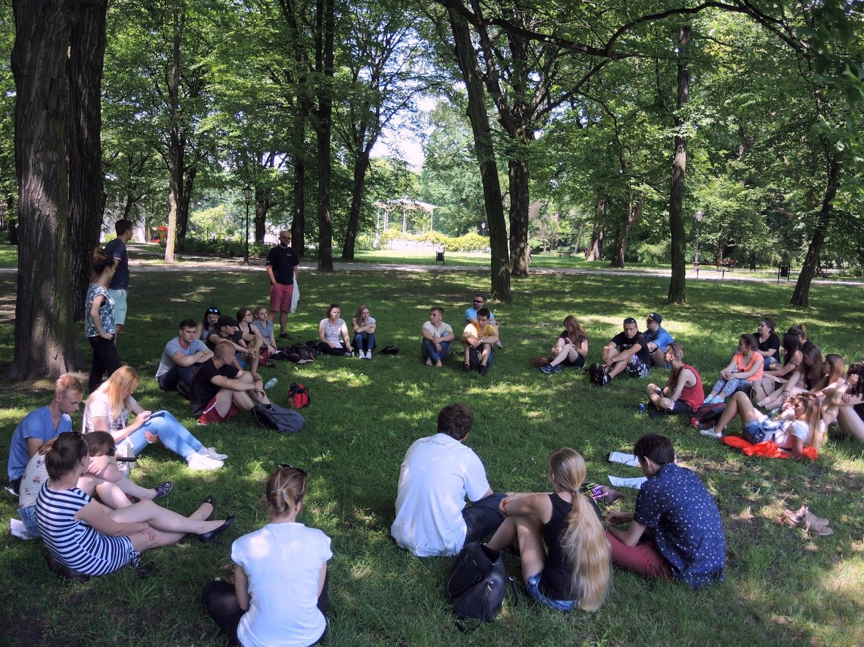 Chwila w parku Źródliska, na odpoczynek od słońca i na rozmowy o Księżym Młynie