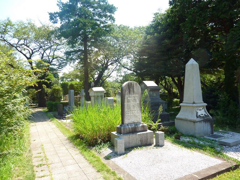 T.Aラージ氏墓碑(青山墓地)