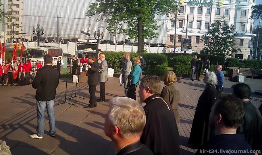 Выступает Валентин Лебедев, главный редактор духовно-просветительского журнала «Православная беседа», председатель Союза православных граждан