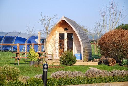 Camping  at Stonehenge Caravan Park