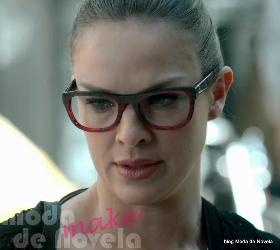 moda da novela Império - óculos de grau da Érika dia 29 de agosto