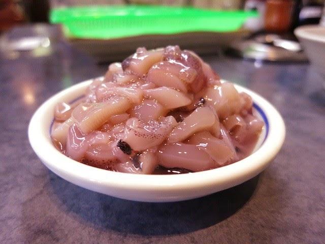 イカの塩辛を皿にとってみた