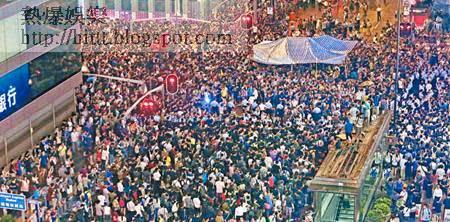 旺角佔中集會發生示威者與反佔中人士衝突,警方被指摘沒有制止行動。(鄧宇航攝)