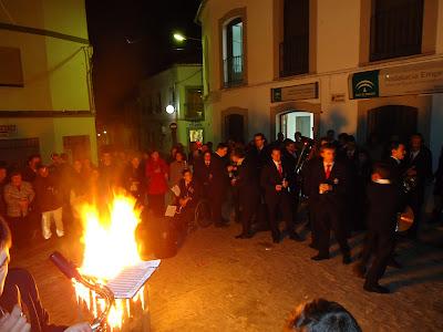 La tradicional quema del corcho en la celebración de Santa Cecilia de la Banda Municipal de Pozoblanco. Foto:  Banda Municipal de Pozoblanco (Córdoba). Prohibido su uso y reproducción * www.bandamunicipaldepozoblanco.blogspot.com