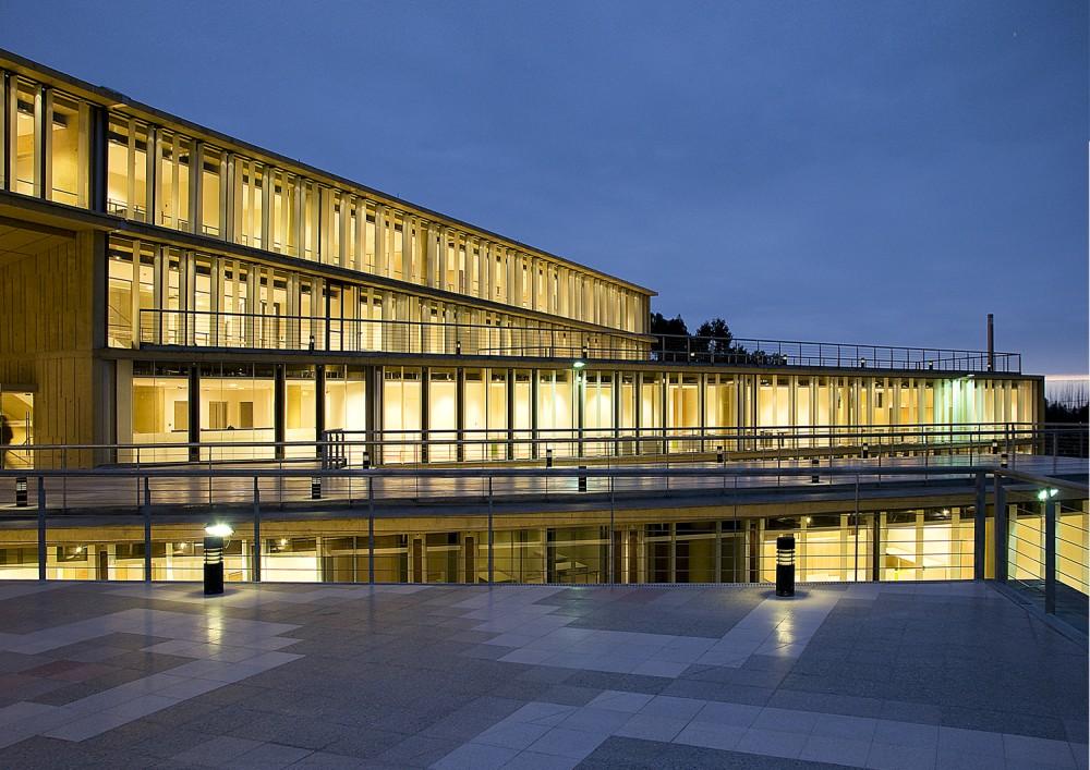 MOPTT Building in La Serena design by Teodoro Fernández Arquitectos