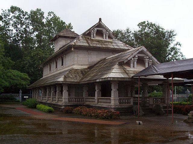 தர்மஸ்தலா கோவிலருகே