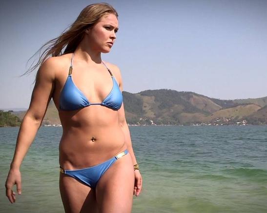 lutadora de MMA Ronda Rousey fotos sensuais,mostra os seios