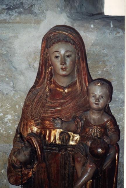 Los rostros sonrientes de la imagen de la Virgen con Niño que posee nuestra parroquia