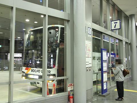 防長交通「カルスト号」 ・184 三宮バスターミナル改札中