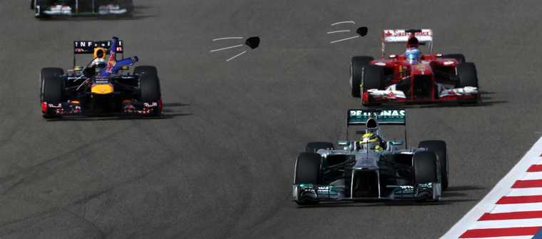 Vettel tirachinas Alonso en Baréin 2013