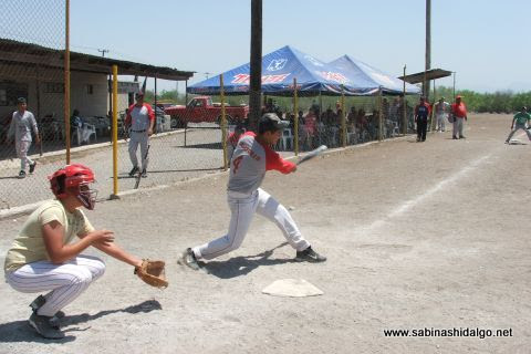 Hugo García de Vallecillo en el softbol del Club Sertoma
