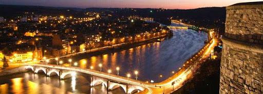 Bruselas Valonia: vista nocturna sobre el río