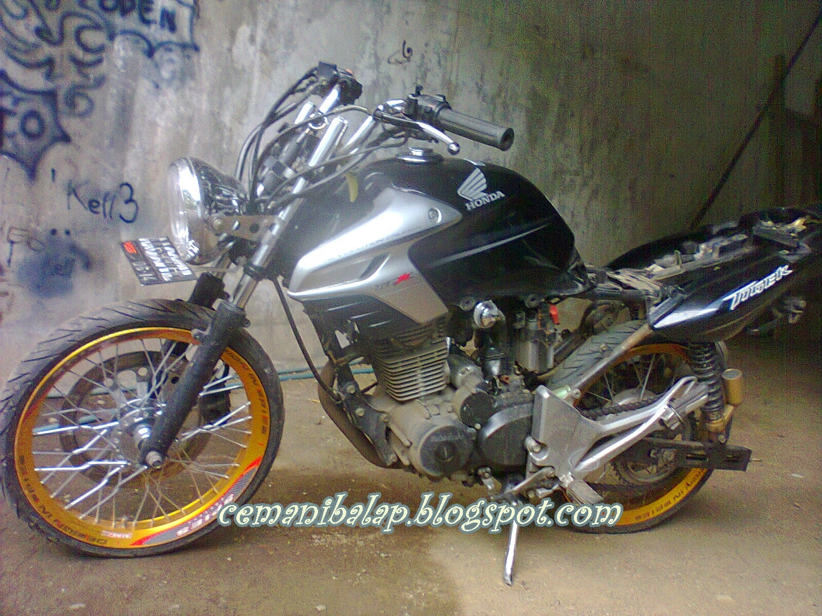 Honda Revo Modifikasi Drag