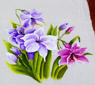 pintura de lirios lilases e magenta