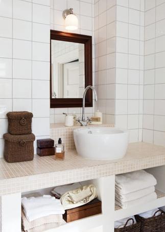 Badrum i vitt, beige och brunt | NÅGOT VITT