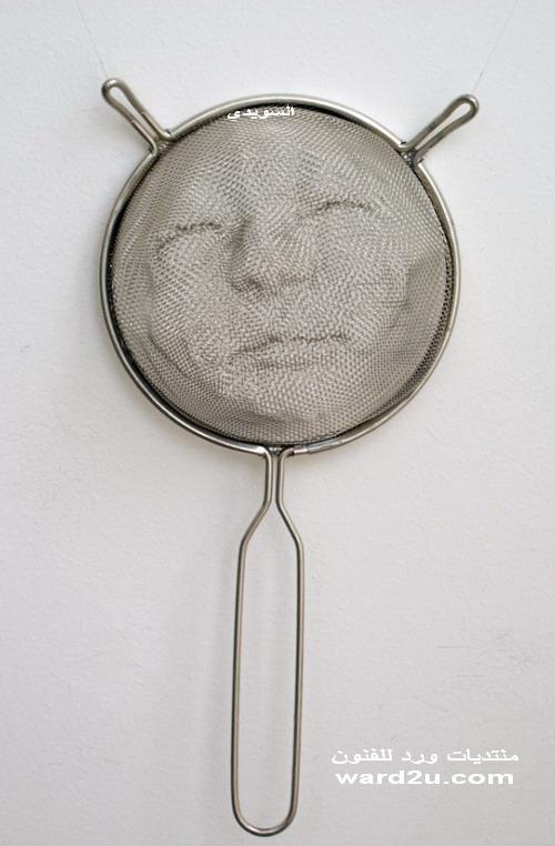 تشكيل معادن بورتريهات على مصفاه المطبخ Isaac Cordal