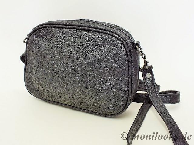 Durch die Stickerei auf der Vorderseite wirkt die Tasche edel, kann aber  auch gut zu einem lässigen Look kombiniert werden. 9ed43b2460