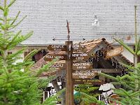 Panneaux directeurs au village du Père Noël