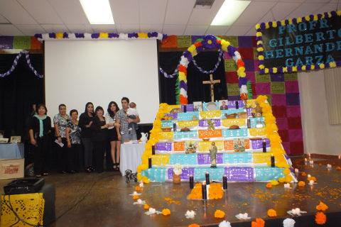 Altar en honor al Profr. Gilberto Hernández en la Normal Pablo Livas