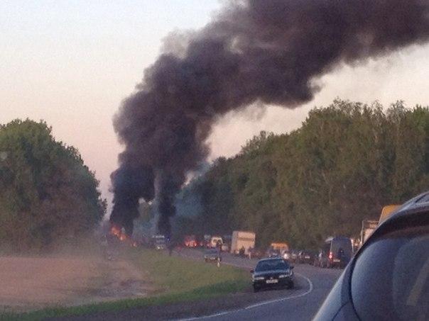 На трасі Одеса - Херсон зіткнулися і згоріли дві вантажівки