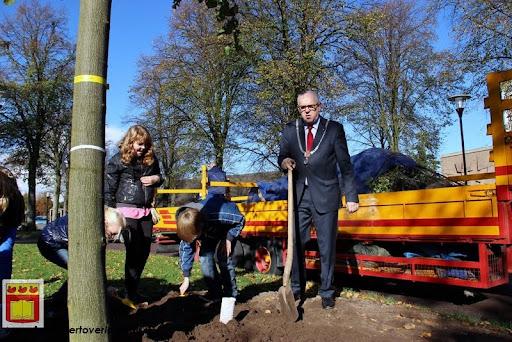 burgemeester plant lindeboom in overloon 27-10-2012 (20).JPG