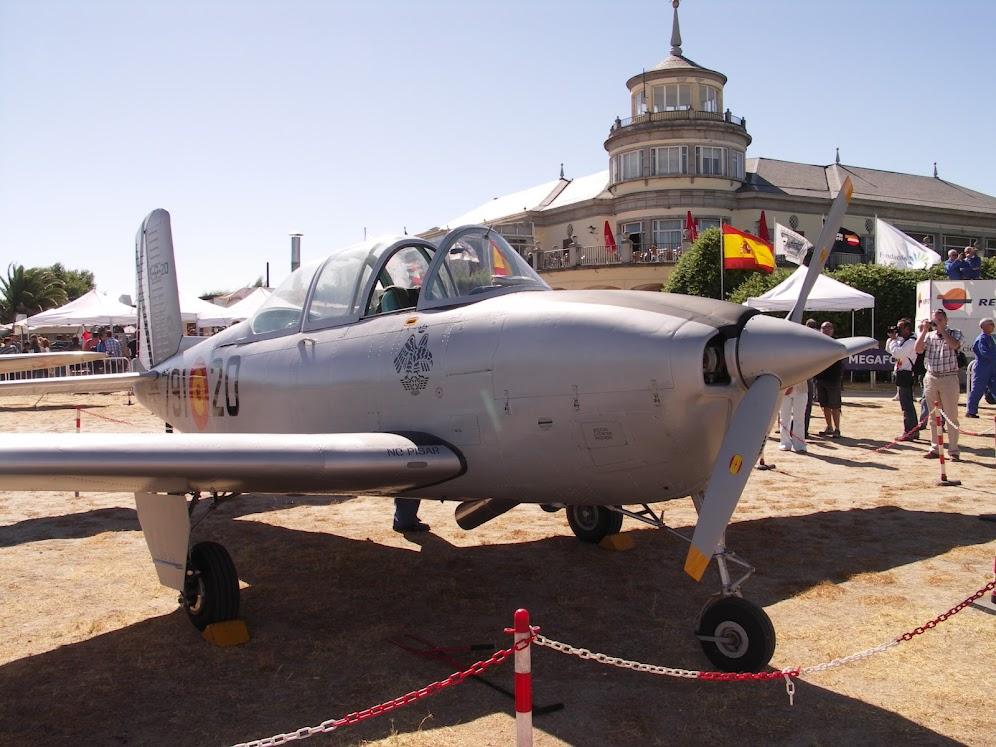 """Exhibición aerea de la Fundación """"Infante de Orleans"""". BEECHCRAFT.T-34+MENTOR"""