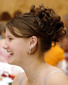 Bridesmaid Hairstyles to Suit Round Faces:hair0