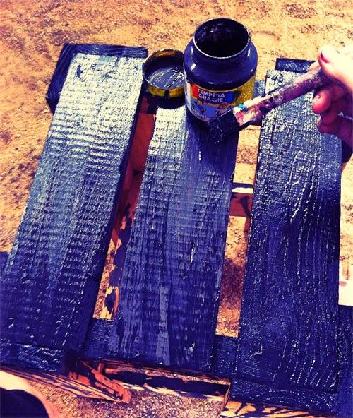 Como customizar um banco de madeira de um jeito divertido ...