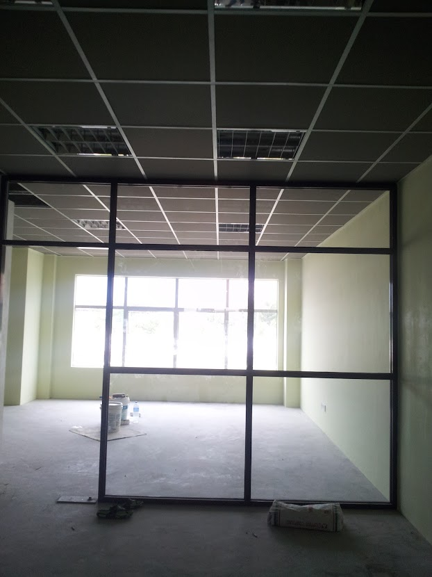 installing aluminium glass partition