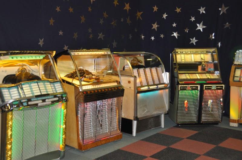 Herleef de jaren 50 60 en 70 tijdens rock around the for Jaren 50 60 meubels