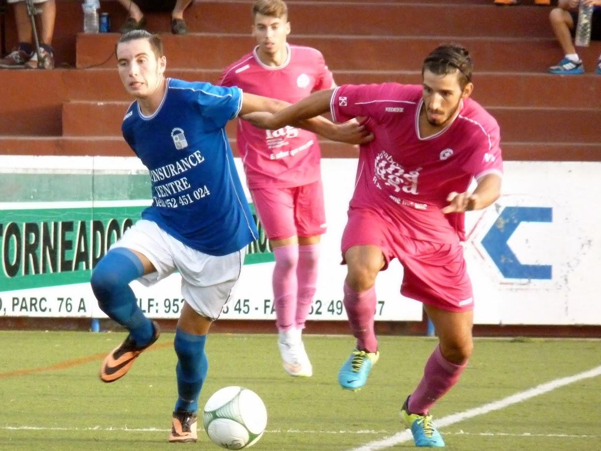 Juanca, el autor del primer gol del CD Alhaurino en la Temporada 2015/16
