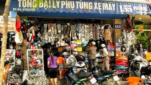 Phụ tùng xe máy không chính hãng bày bán tràn lan trên phố