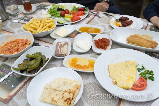 Naturköy'ün zengin serpme kahvaltısı, Sapanca