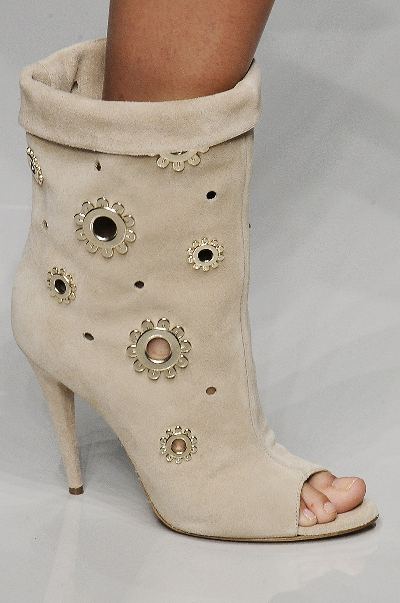 Fashion Show  Обувь Весна-Лето 2011 из коллекции Blumarine 308ec08b880