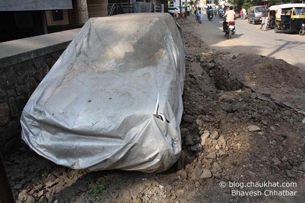 A Car's Grave on Sun City Road [Anandnagar in Pune] - Another perspective