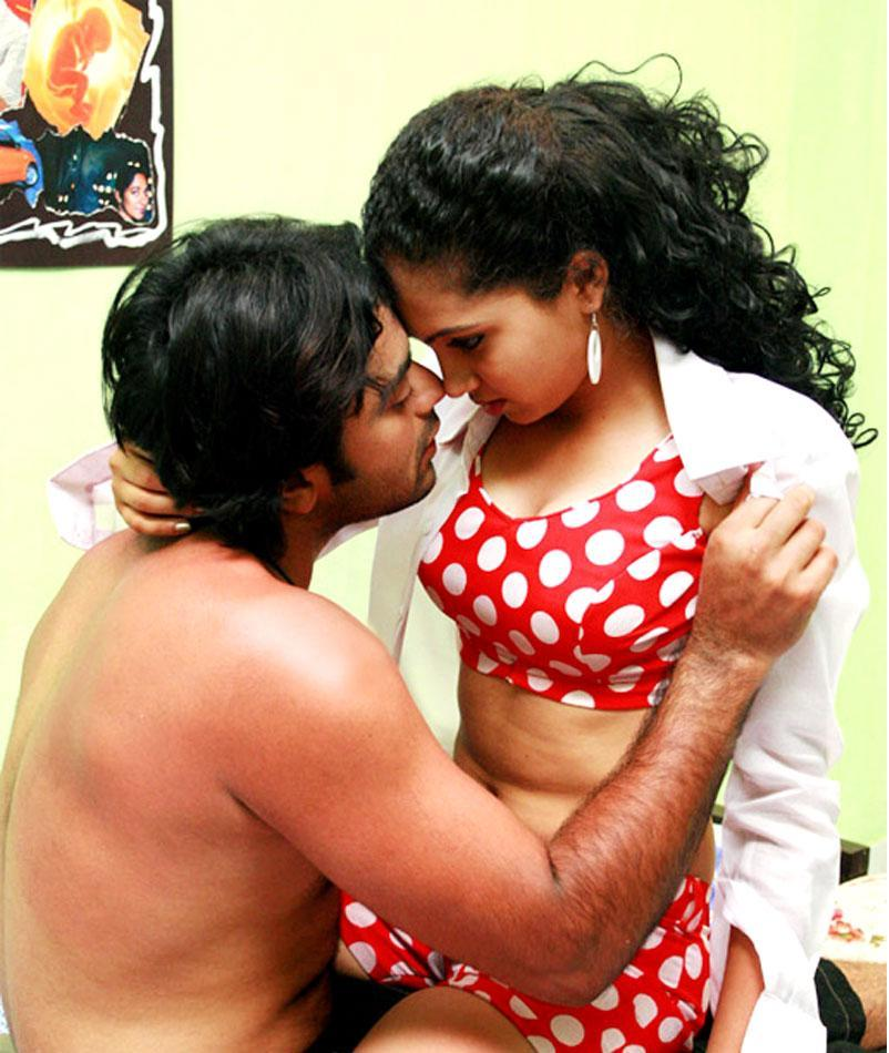 Telugu aunty dengulata story