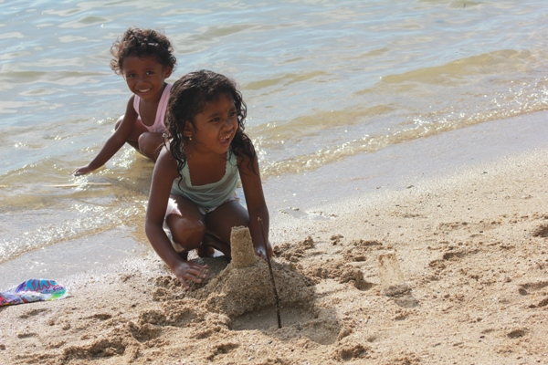 Anak-anak lokal Pulau Komodo