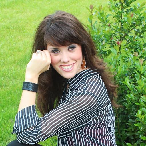 Britt Lane Photo 15