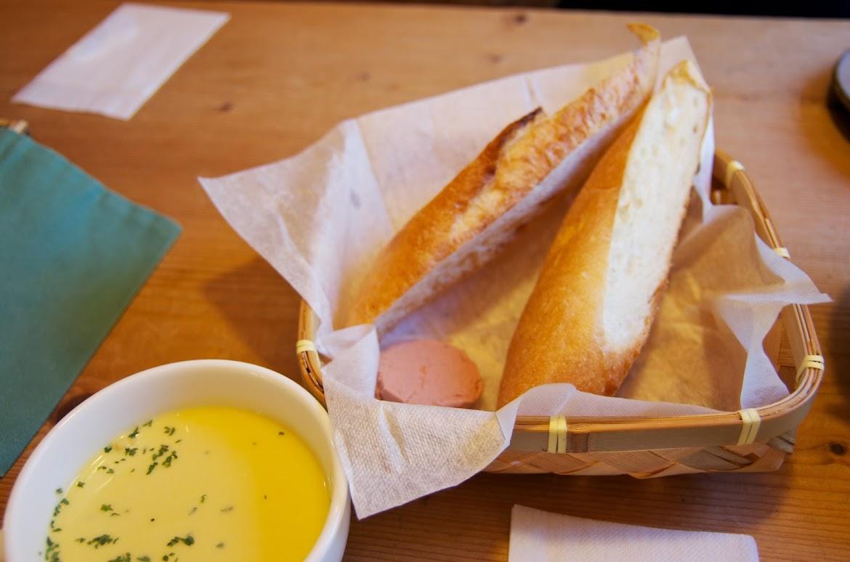 レバーペースト添えフランスパン&コーンスープ
