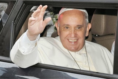 Pope Francis invites pro-gay family to address cardinals