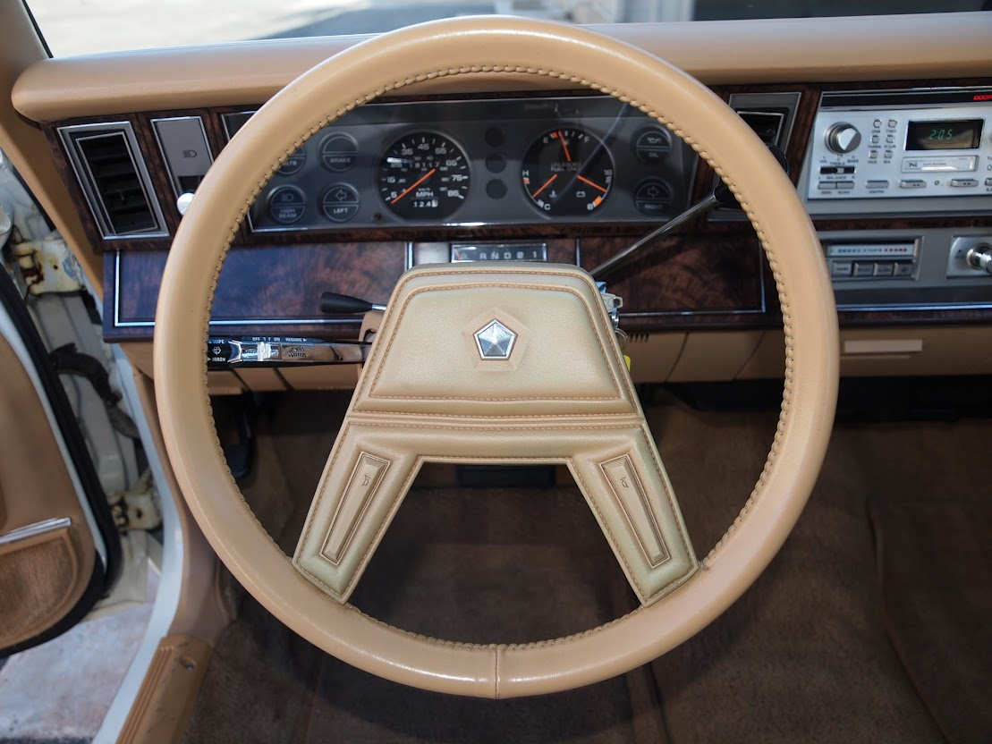 1986 chrysler lebaron turbo sedan 8 way power seat folding armrests and padded everything is the leather corinthian no it s real leather and there s a whole cow in this car too
