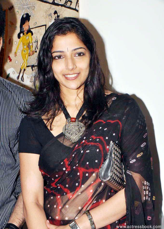 Nishanthi Evani @ Muse The Art Gallery New Hot Saree Stills   Wallpapers  (black saree)