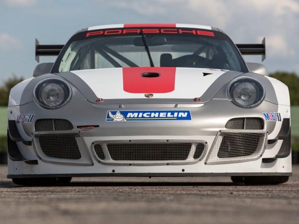 2013 Porsche 911 GT3 R - Front
